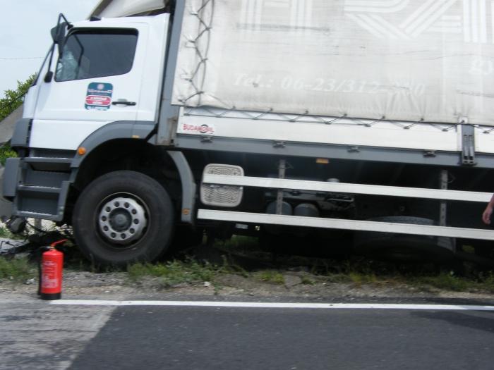 Oszlopot döntött egy teherautó az Új Csóri úton
